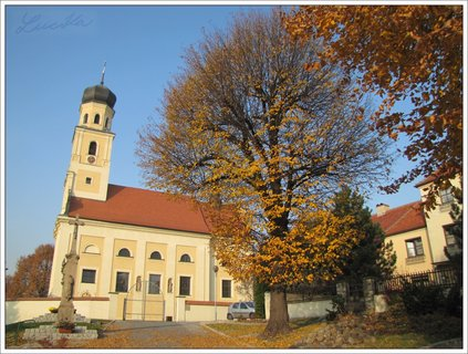 FOTKA - Podzimní záběr s kostelem
