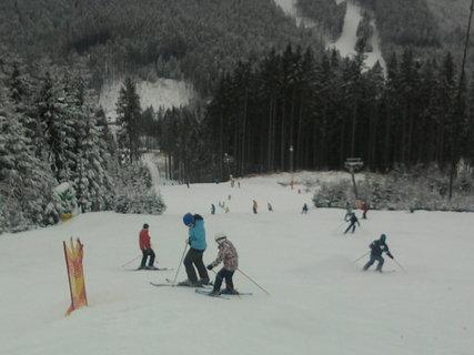 FOTKA - Na svahu ski Bílá