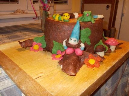 FOTKA - Potahovaný dort pařez jiný úhel