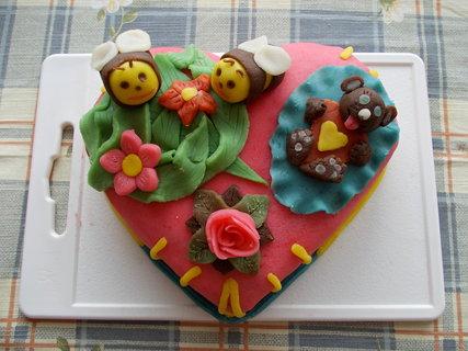 FOTKA - Potahovaný dort srdíčko seshora