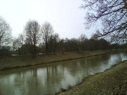FOTKA - březen u řeky..