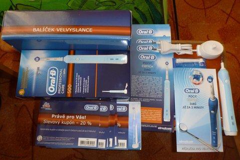 FOTKA - elektrický zubní kartáček
