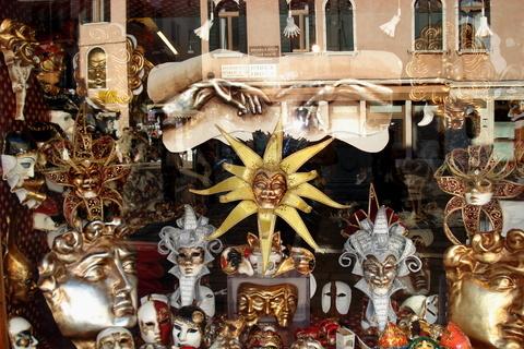 FOTKA - Benátky - obchod plný masek