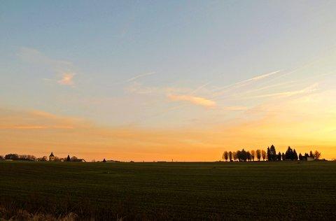 FOTKA - slunce už zapadlo za kopeček