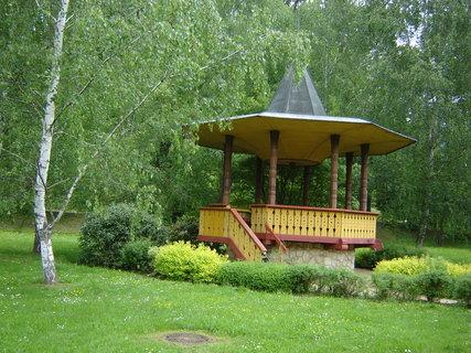 FOTKA - Luhačovice lázně -park u kolonády.