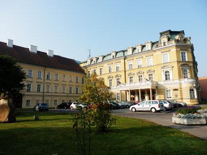FOTKA - Teplice - lázeňský komplex Beethoven vznikl propojením 11 historických domů