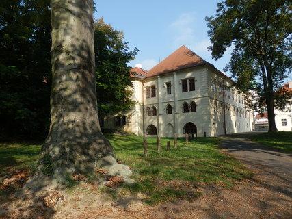 FOTKA - zámek v Teplicích byl pův. založen jako ženský benediktinský klášter v polovině 12. století