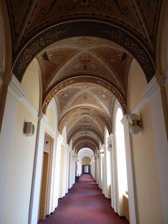 FOTKA - dloouhé chodby - interiéry lázeňského domu Beethoven (Teplice v Čechách)