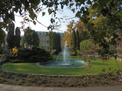 FOTKA - podzimní toulání po Teplicích, vodotrysk v parku za divadlem