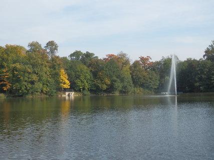 FOTKA - Teplice u rybníka v Zámecké zahradě