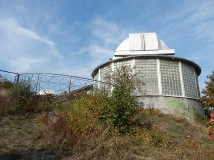 FOTKA - Teplice - hvězdárna na vrcholku pískovcového ostrohu Písečného vrchu