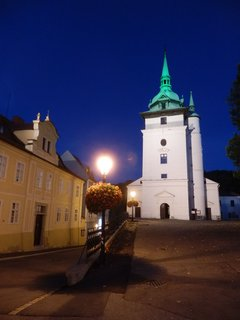 FOTKA - noční Teplice - u kostela sv. Jana Křtitele