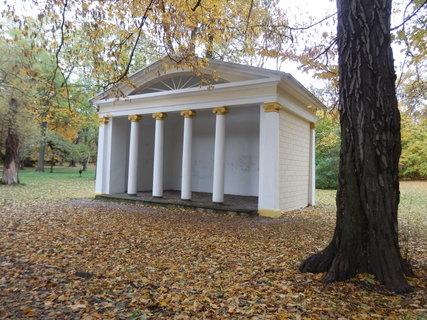 FOTKA - Apollonův chrámek v prostoru Zámecké zahrady v Teplicích