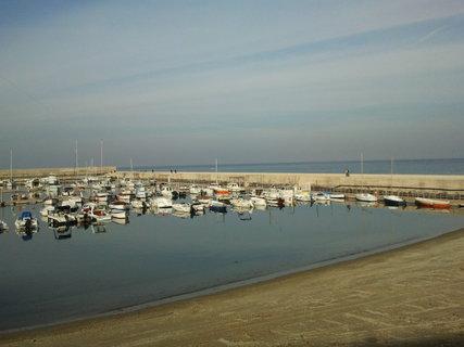 FOTKA - nedelni prosincove rano a porto di Forio