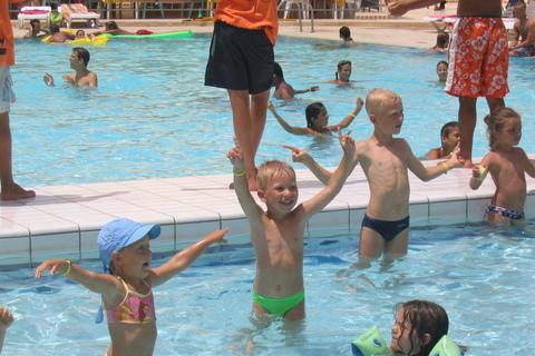 FOTKA - Disco v bazénu