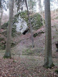 FOTKA - jeskyně ve skále