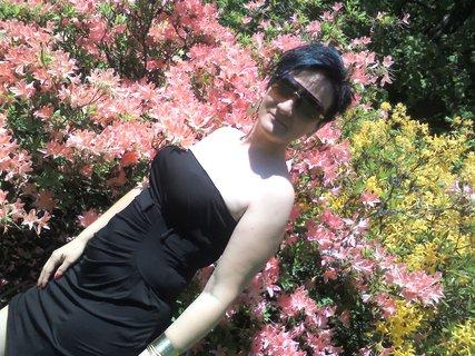 FOTKA - trochu jak ze základky:-) focení u rododendronu :-)