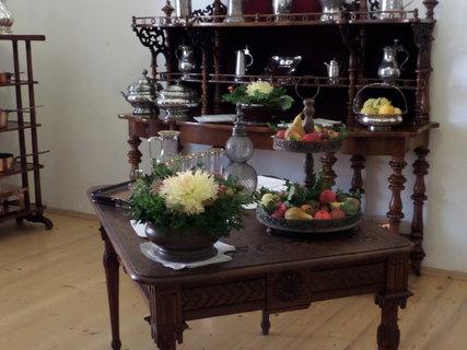 FOTKA - Dobové nádobí, ovoce a květiny