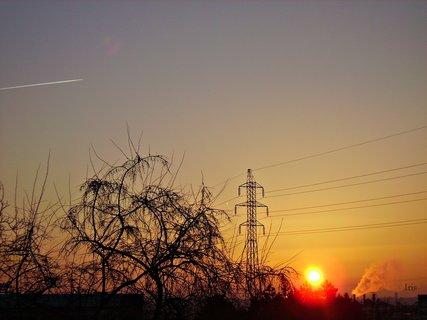 FOTKA - Východ slunce a letadlo letí