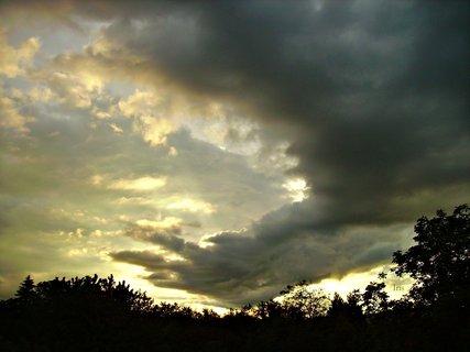 FOTKA - Západ Slunce s černou silnicí