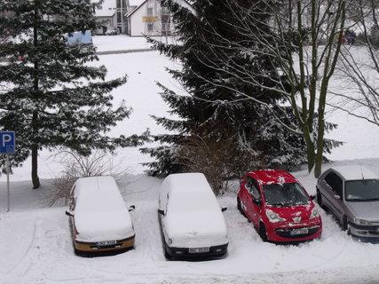 FOTKA - Auta se sněhovou čepcí