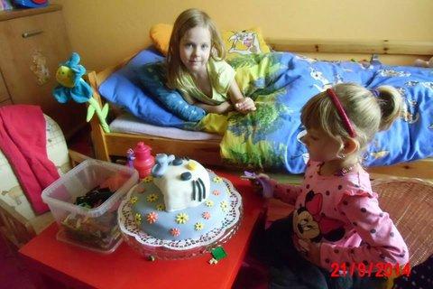 FOTKA - hollky u dortu