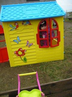 FOTKA - Sofie v jejim novém domečku