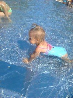 FOTKA - malá Týnka ve vode+