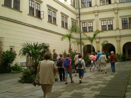 FOTKA - Nádvoří zámku Hrubý Rohozec