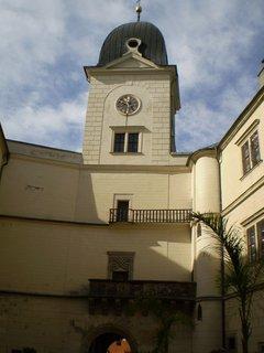 FOTKA - Věž s hodinami v Hrubém Rohozci.
