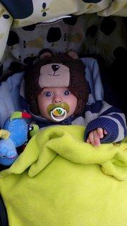 FOTKA - Ondrik s medvedíkom na hlave