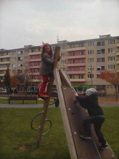 FOTKA - deti na ihrisku v meste