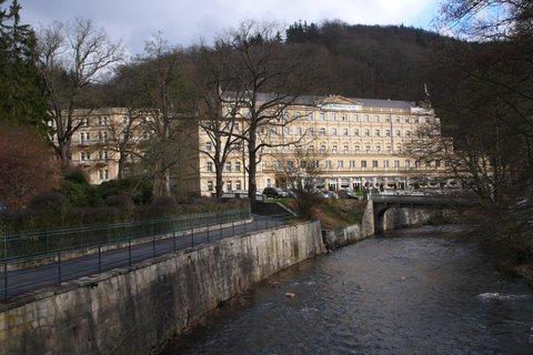 FOTKA - Hotel Richmond a říčka Teplá