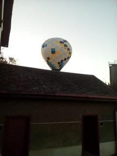 FOTKA - Málem nám přistál na dvoře...