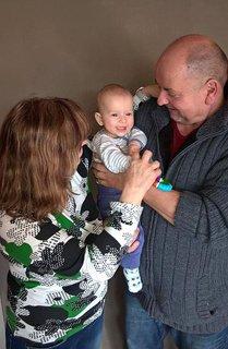 FOTKA - Dědek, bába  a první vnuk