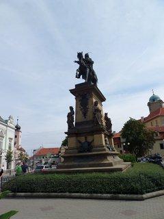 FOTKA - Socha krále Jiřího z Poděbrad