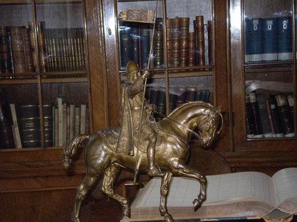 FOTKA - Jezdec na koni  - socha