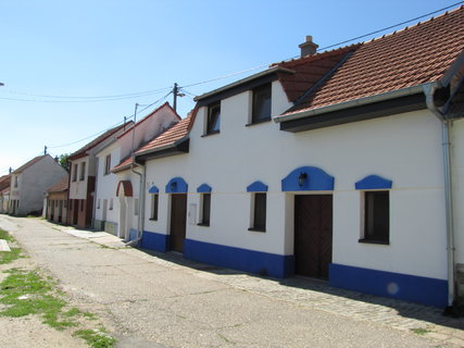 FOTKA - ulice se sklípky v Bořeticích