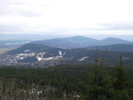 FOTKA - Okolní vrcholky také bez sněhu