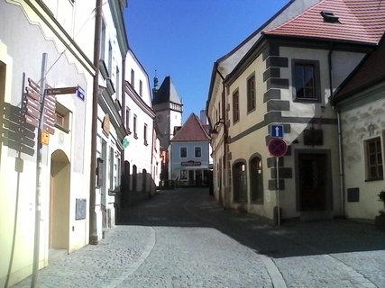 FOTKA - ulicka u muzea