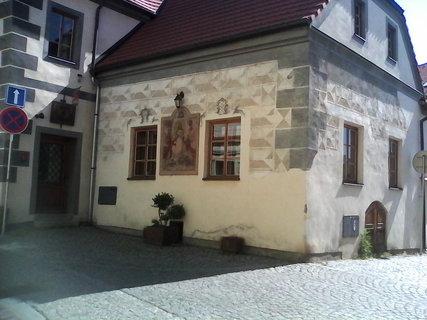 FOTKA - zdobene domy ve meste