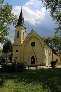 FOTKA - Kostol v parku