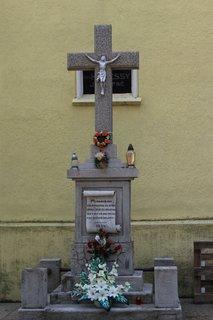 FOTKA - Kríž pri kostole