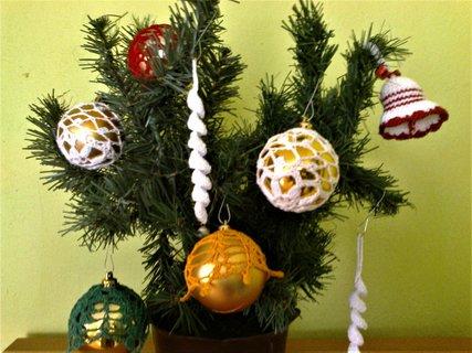 FOTKA - obháčkované vánoční baňky