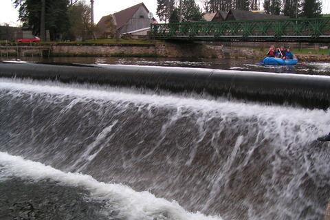FOTKA - Sjíždění Úpy u splavu