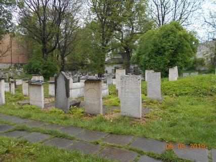 FOTKA - Hřbitov je upravený
