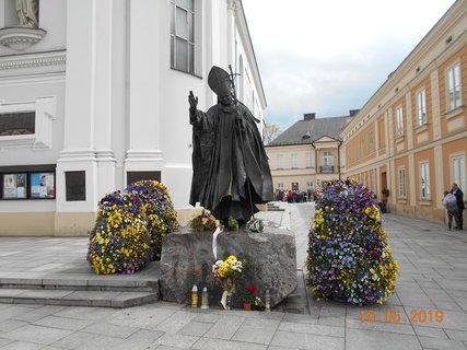 FOTKA - Pomník Karola Wojtyly - papeže Jana Pavla II.