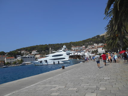 FOTKA - přístav v městě Hvar.