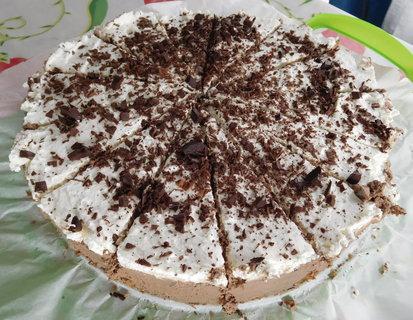 FOTKA - Do třetice jsem pekla dort s pařížskou a bílou šlehačkou na oslavu pro naše kamarády (30.5.)