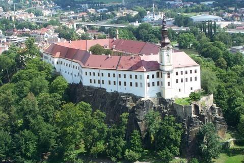 FOTKA - Děčín z výšky - zámek